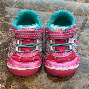 Stride Rite | Pink Teal & Silver Velcro Sneaker 💗
